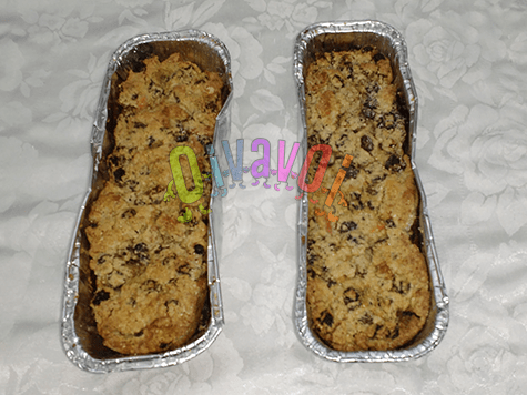 Nuts and raisins puding