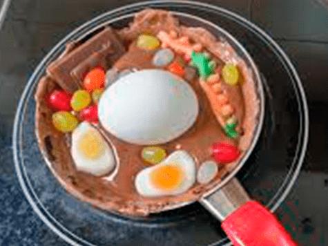 Jubilado descubre cómo arrojar un huevo crudo del techo sin romperlo