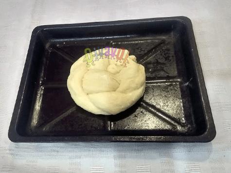 Challah agulah (braided bread round)