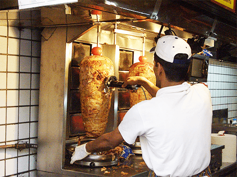 ¿Qué engorda más: el shawarma al plato o en pita?