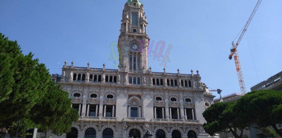 Cámara Municipal y logo de Oporto