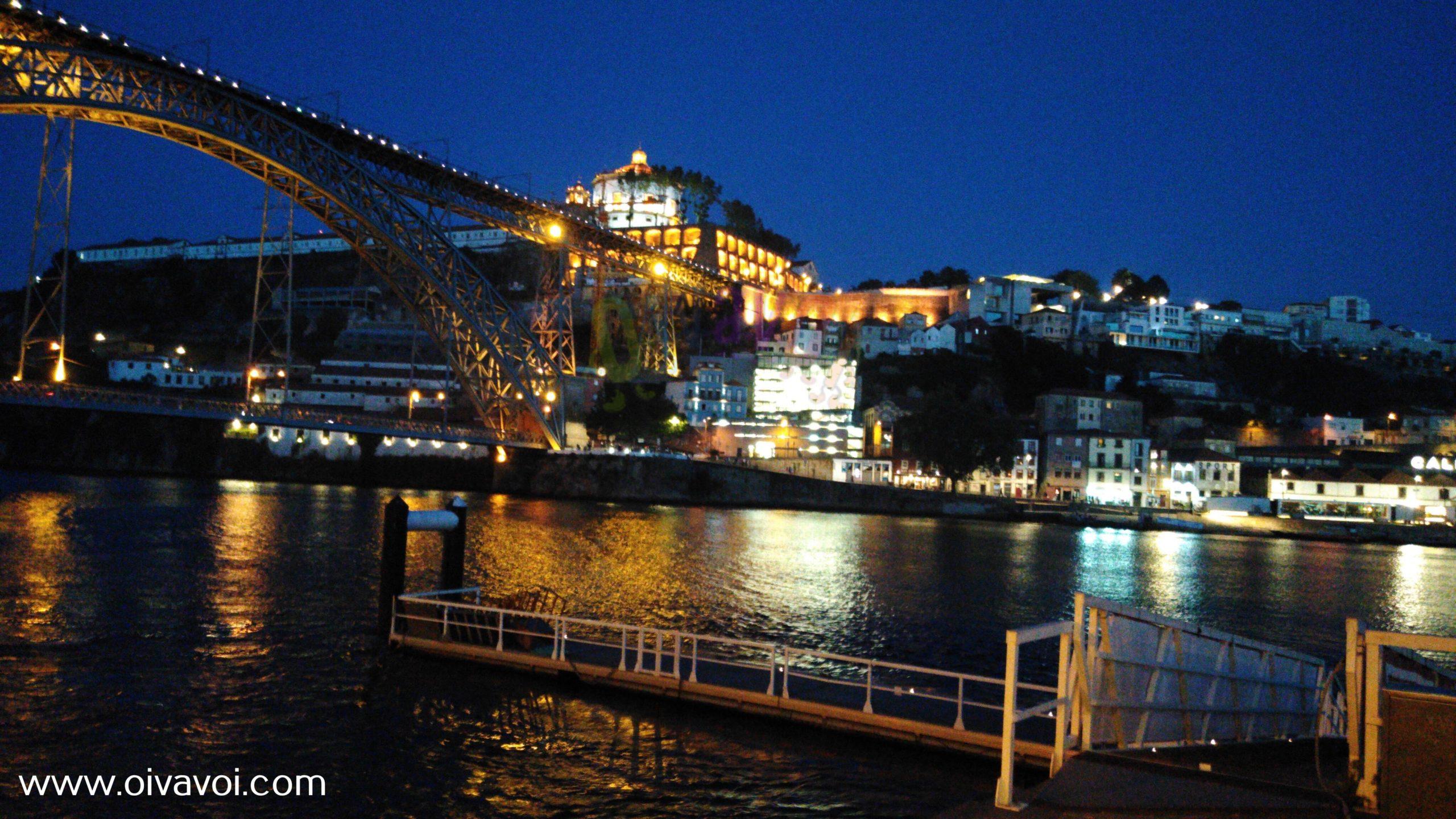 El puente Luis I y Vila Nova de Gaia de noche