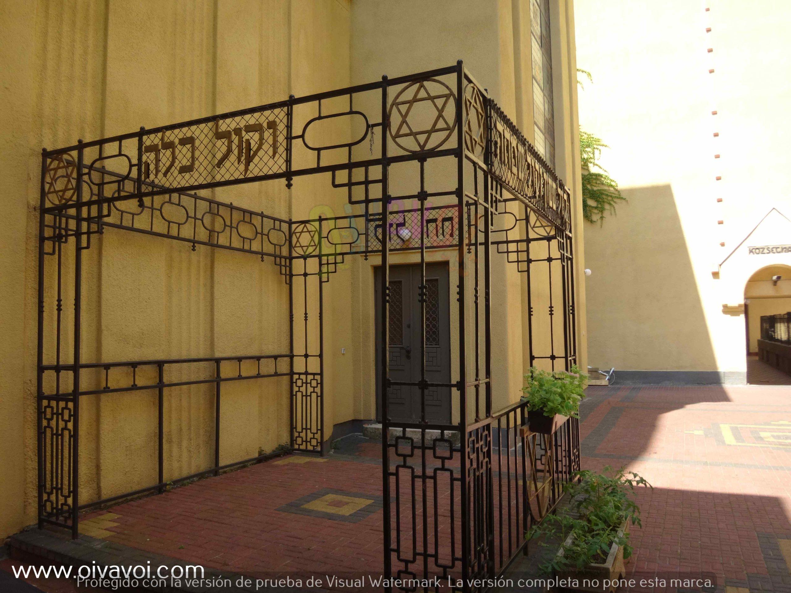 Jupa en la sinagoga ortodoxa de Budapest