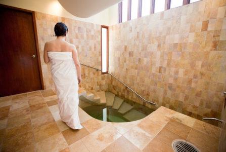 ¿Qué es el baño que se da Esty antes de casarse?