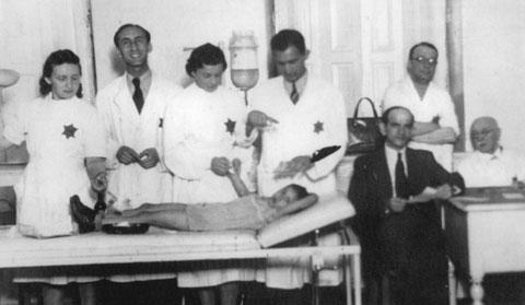 Los médicos del gueto que dominaron una epidemia