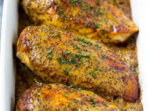 Pollo con salsa de hierbas y mostaza